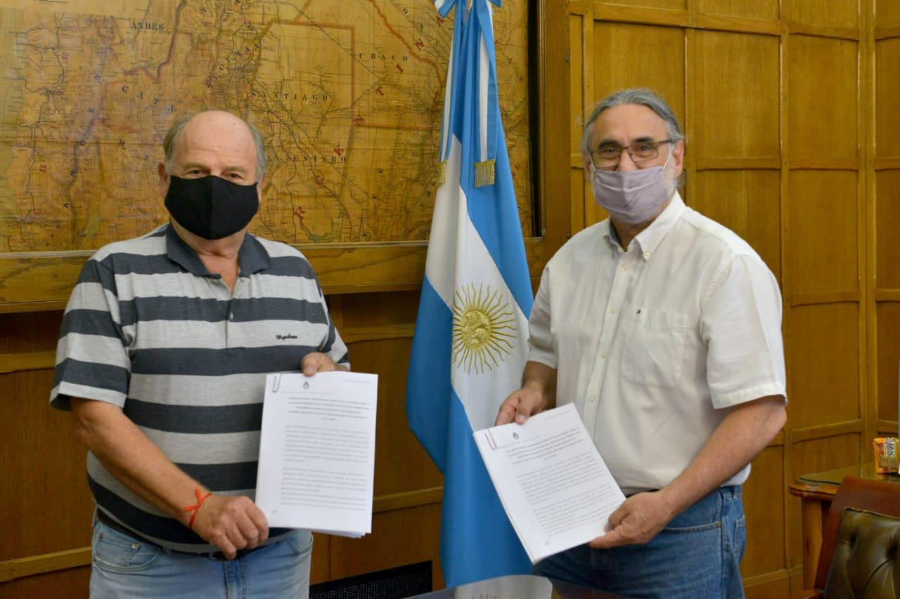 Basterra firmó un convenio con el municipio cordobés de Alto Alegre