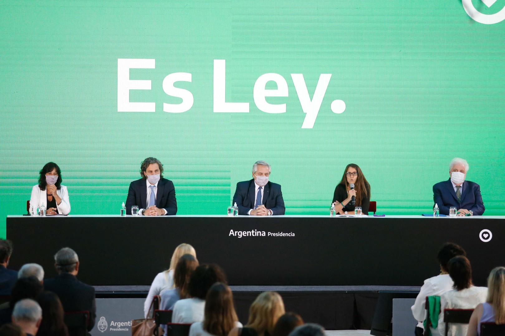 El ministro participó en el acto de promulgación de las leyes de IVE y del Cuidado  Integral de la Salud durante el Embarazo y la Primera Infancia |  Argentina.gob.ar
