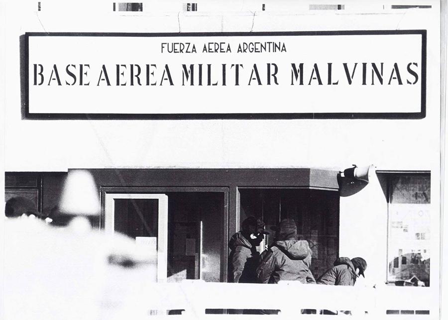 Fachada de la Base Aérea Militar Malvinas