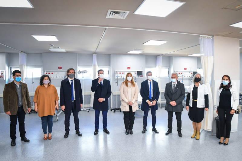 El jefe de Gabinete de Ministros de la Nación, Santiago Cafiero, participó hoy en la provincia de San Juan de la inauguración del nuevo hospital de 25 de Mayo en Santa Rosa, junto a la ministra de Salud de la Nación, Carla Vizzotti, y el gobernador, Sergio Uñac.