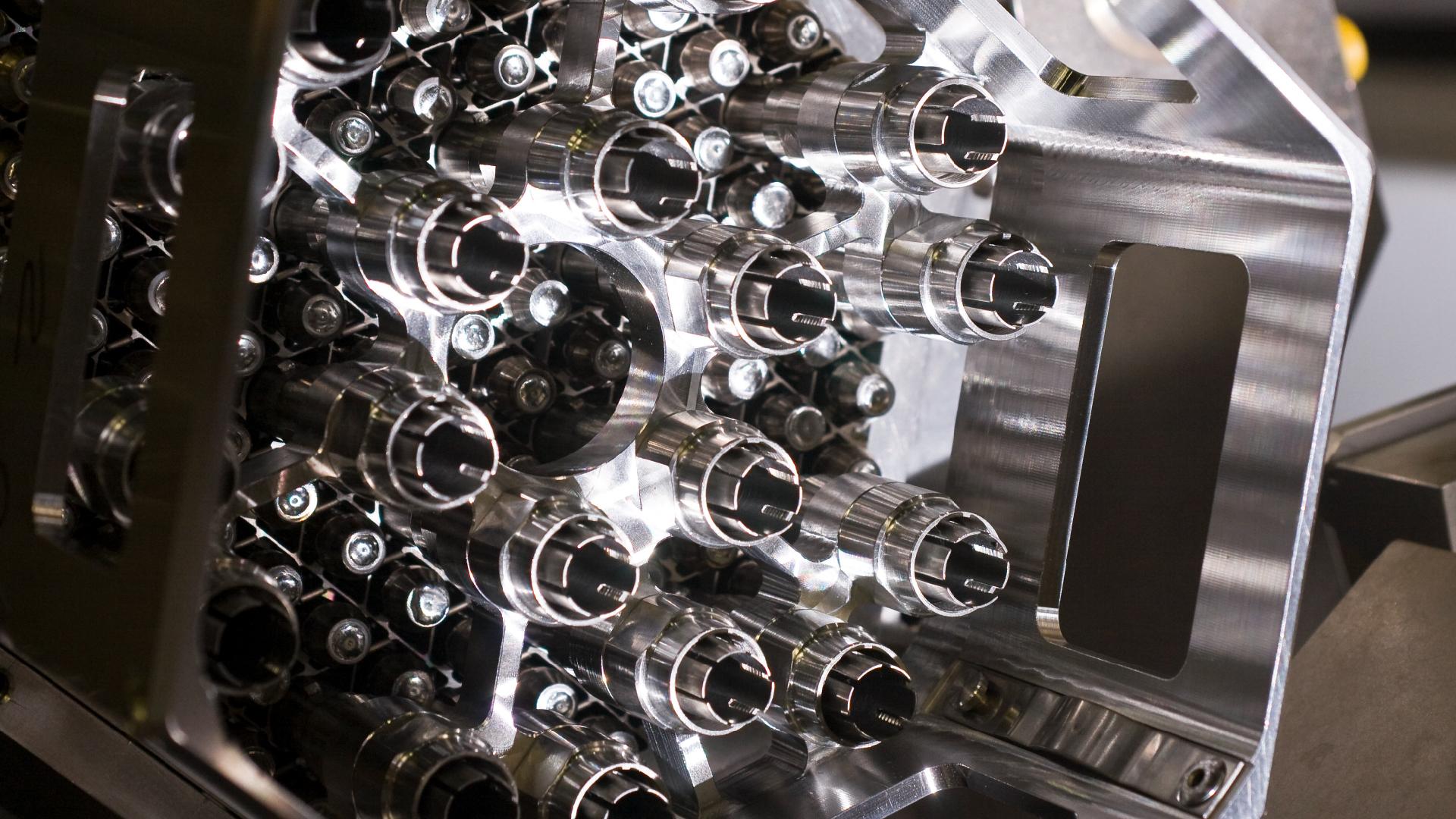 Prototipo del combustible correspondiente a la Central Nuclear CAREM de la CNEA. Tope y separador.