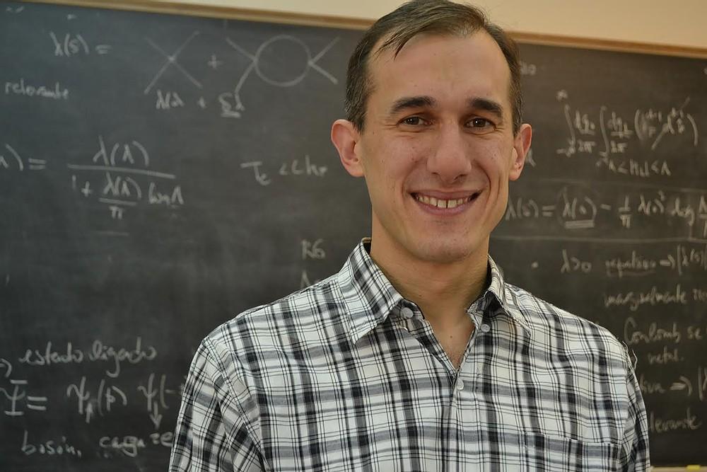 """El doctor Torroba recibió el Premio Estímulo en Física """"Dr. Mario Bunge"""" 2020 de la Academia Nacional de Ciencias Exactas, Físicas y Naturales"""