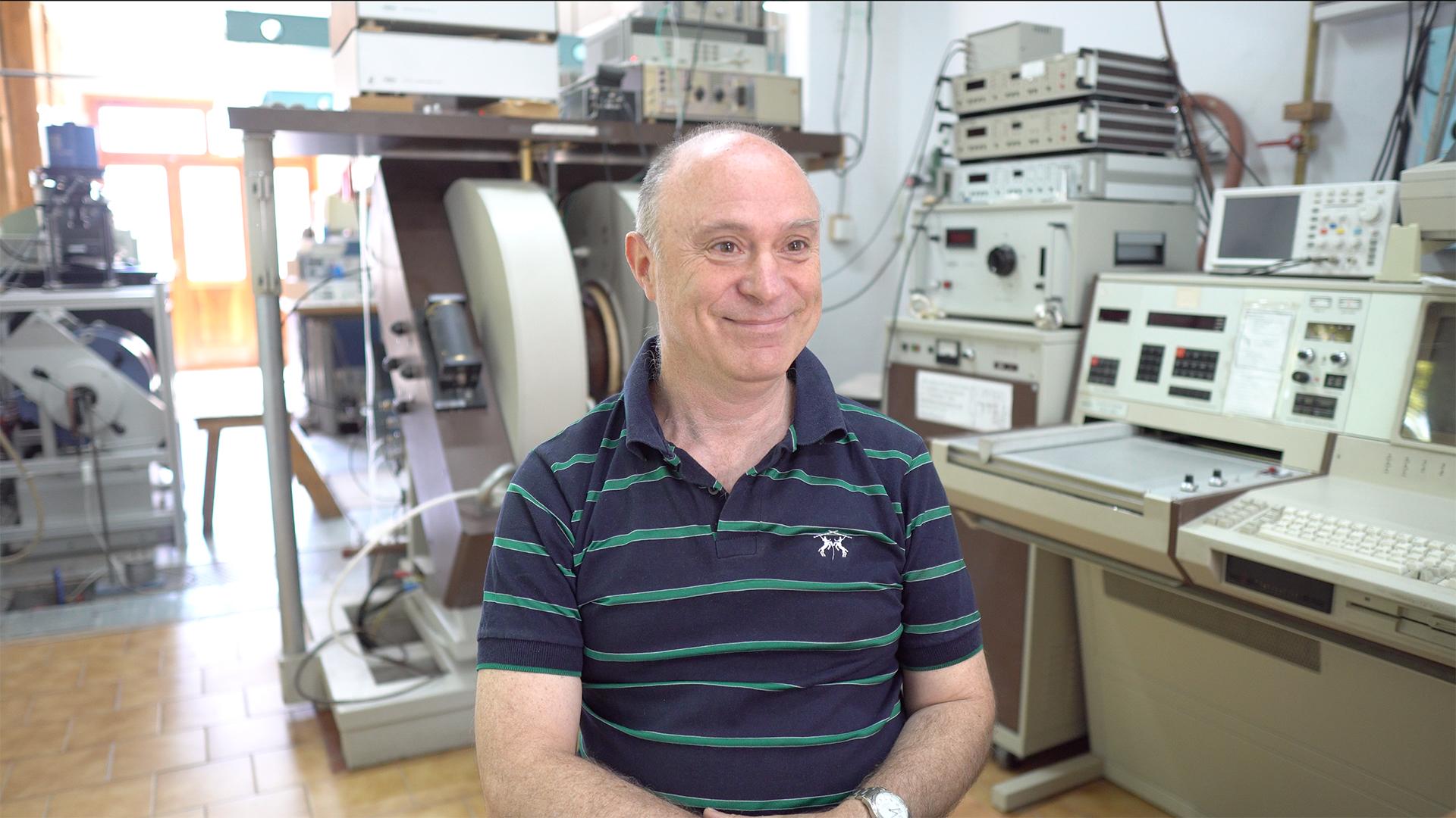 Roberto Zysler es doctor en física y coordina en la Comisión Nacional de Energía Atómica (CNEA) y el Instituto Balseiro (IB) un novedoso desarrollo con nanopartículas magnéticas que tiene como objetivo la búsqueda de una alternativa a la cirugía tradicional para el desprendimiento de retina