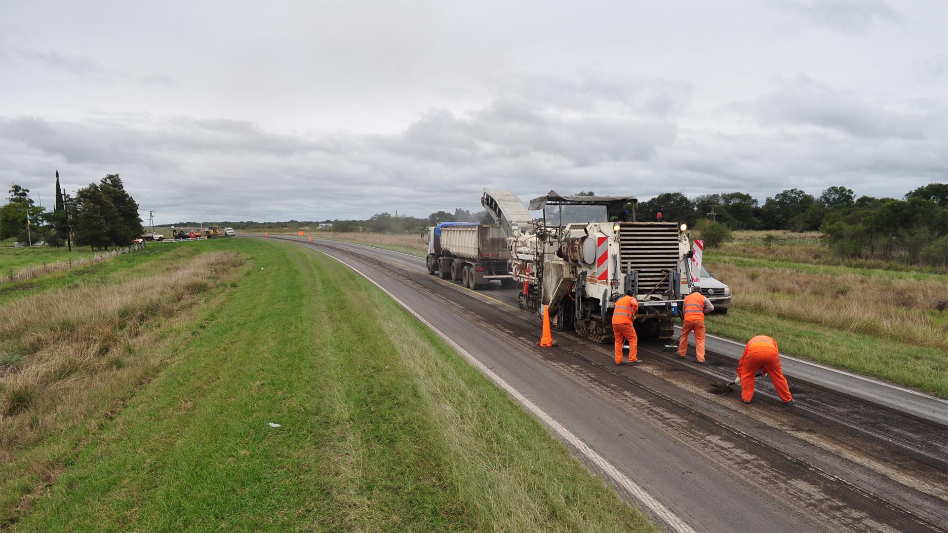 Comenzó la repavimentación de más de 200 km de la ruta 11 entre Reconquista y Resistencia   Argentina.gob.ar