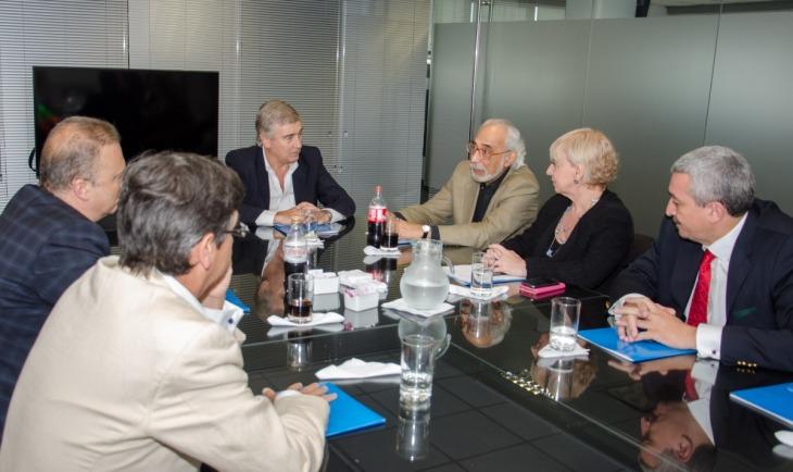 La coordinadora de la comisión es Silvana Giudici, quien también es directora del Enacom.