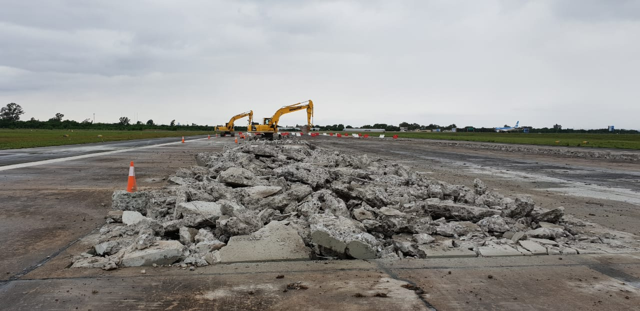 Resultado de imagen para Comenzaron las obras para reconstruir la pista del Aeropuerto Internacional de Córdoba