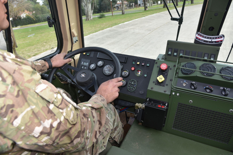 Resultado de imagen para El Ejército Argentino presentó 22 camiones Oshkosh M1083 A1P2