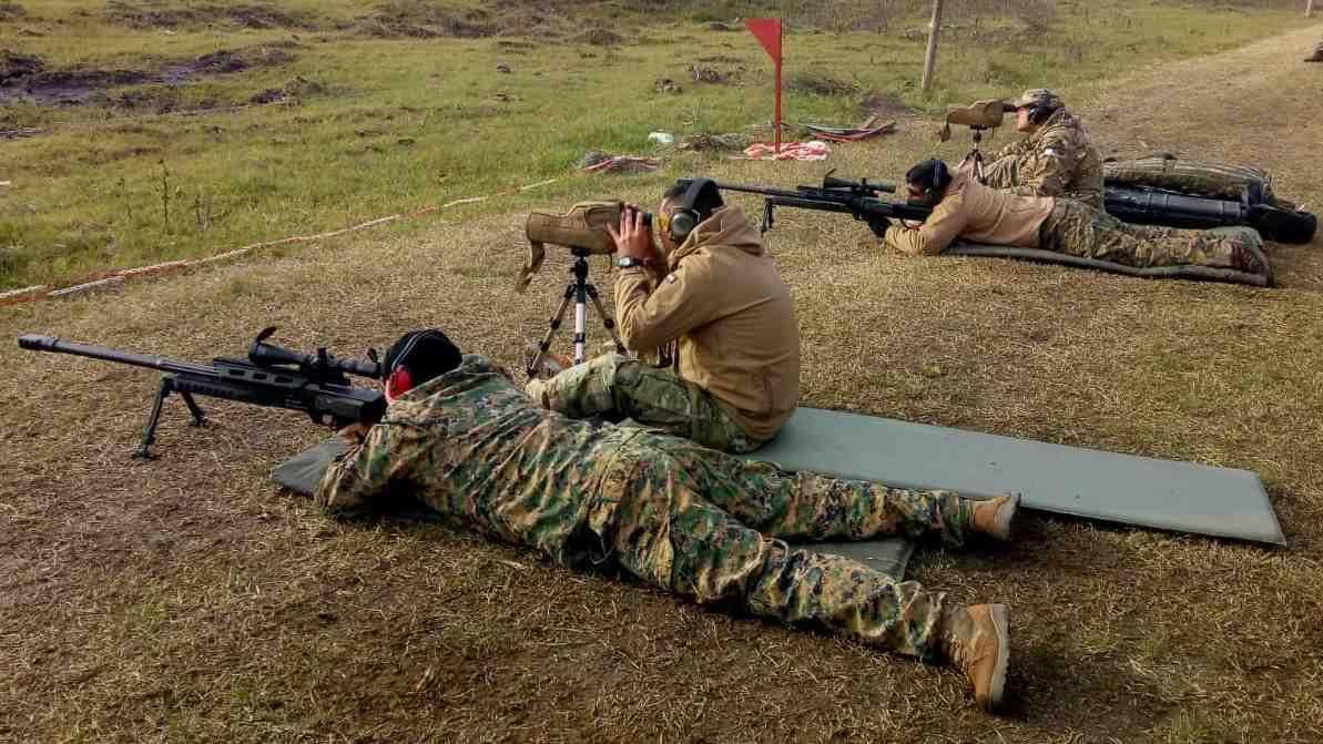 Cada pareja tirador-observador se retiran del curso con su fusil y elementos ópticos reglados.