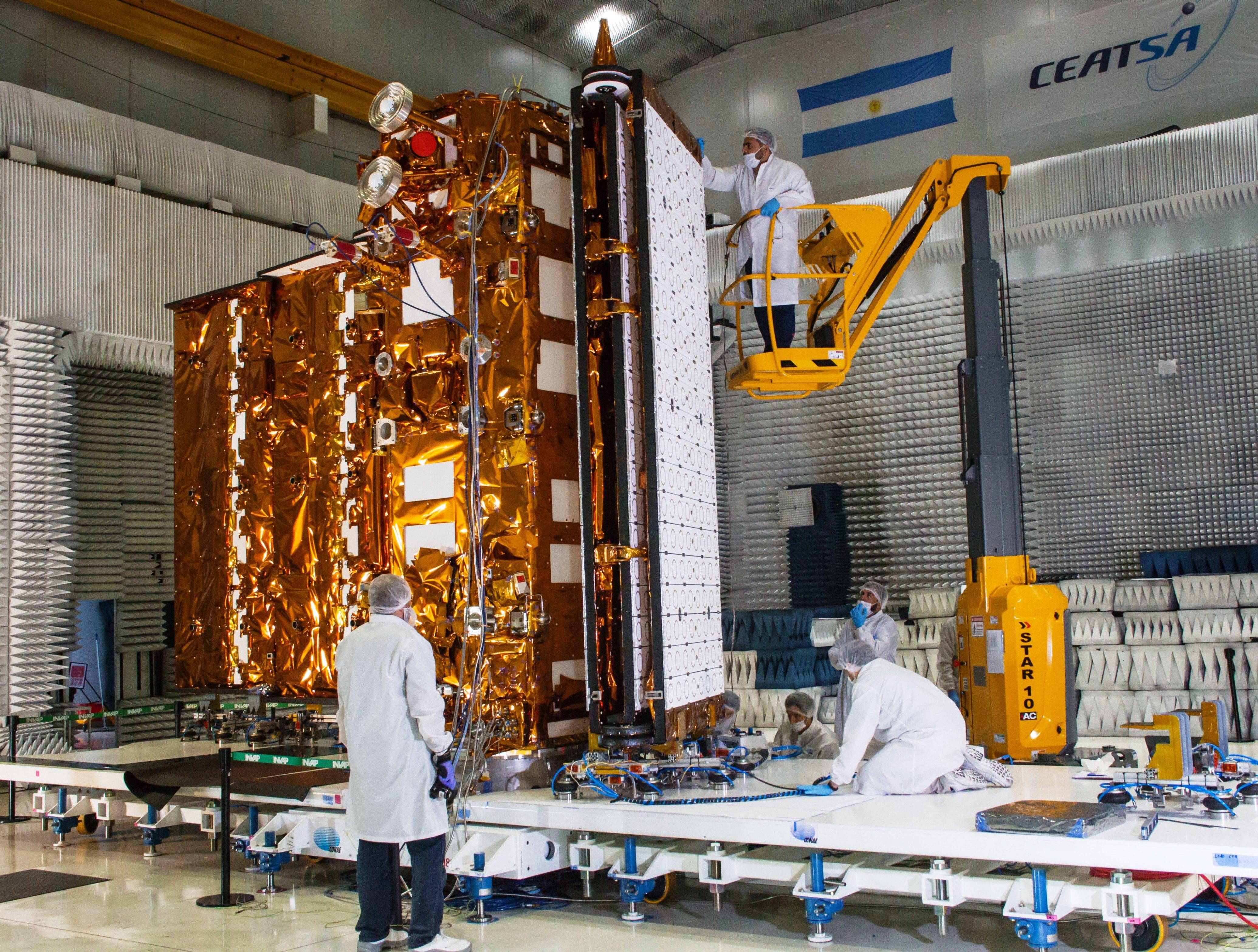 Ensayo Pliegue Antena Radar SAOCOM1B