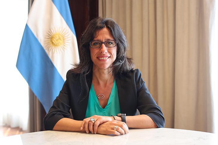 """Español: """"Apostamos a llenar la mesa de las familias argentinas con alimentos de calidad"""""""