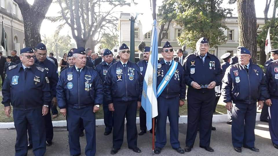 Formación de Veteranos de Guerra de Malvinas en la I Brigada Aérea