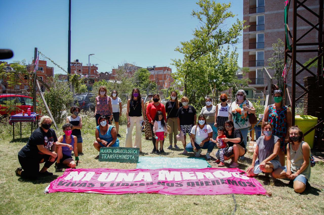 Gómez Alcorta visitó el espacio del colectivo Ni Una Menos en Chacarita