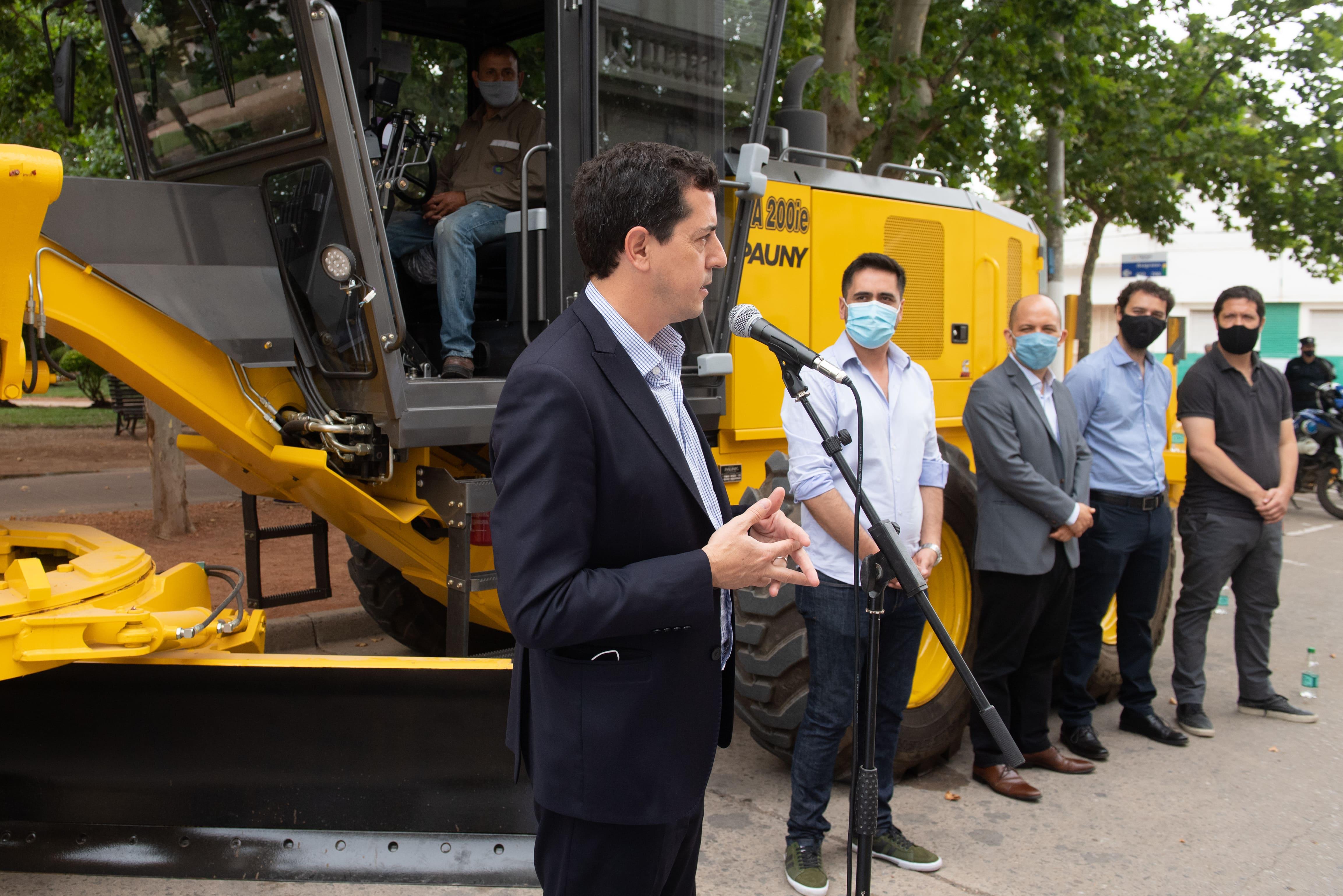 Wado de Pedro entregó equipamientos a Carmen de Areco en el marco del Programa Municipios de Pie