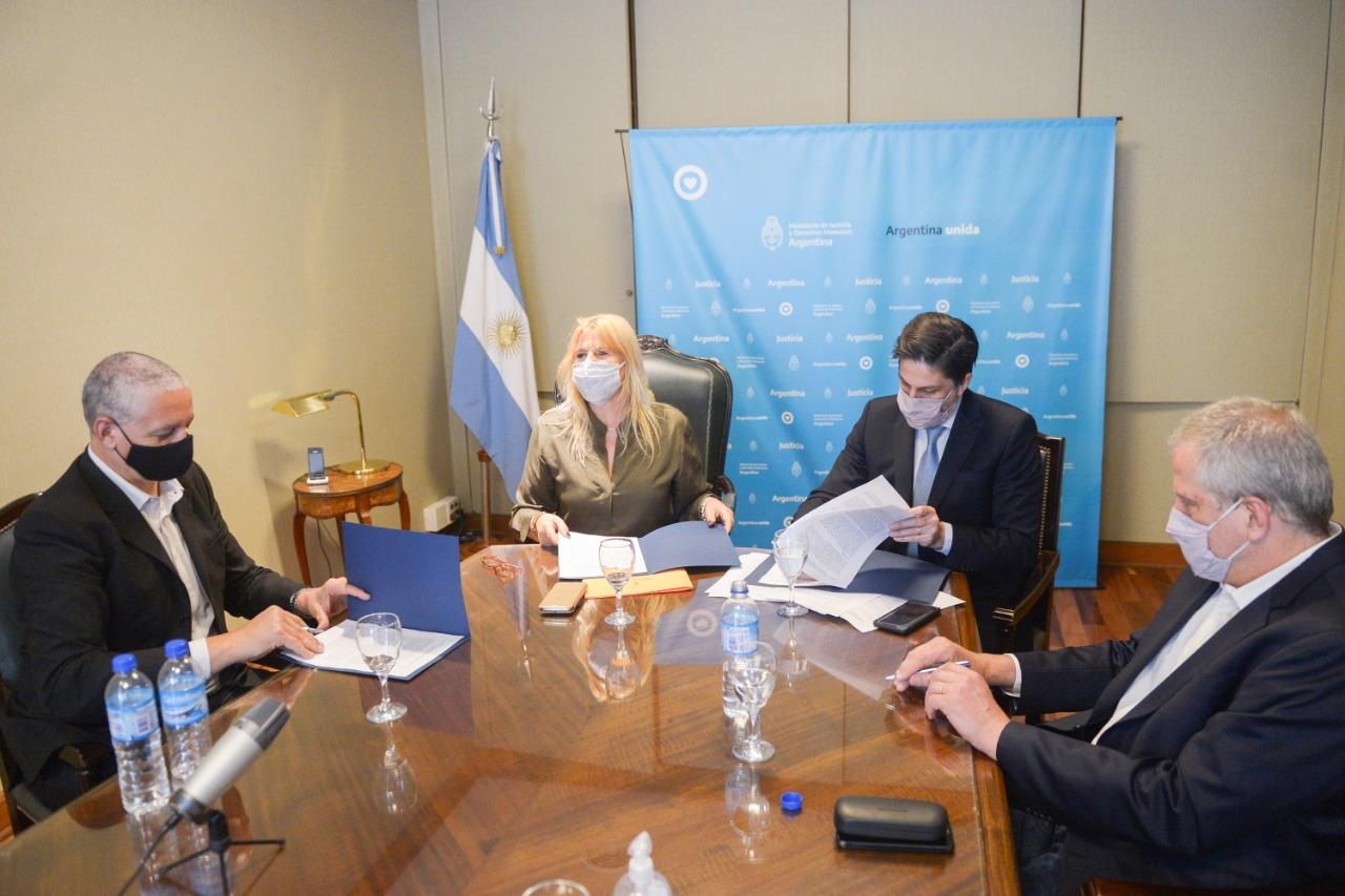 Losardo y Trotta firmaron un convenio de capacitación en Derechos Humanos para universidades