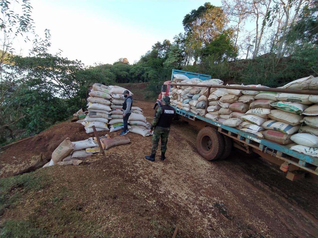Prefectura secuestró un cargamento de más de 17 toneladas de soja ...