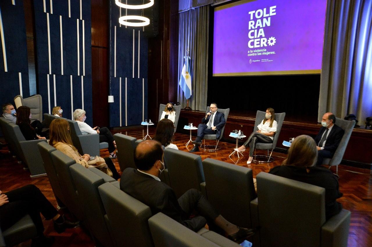 """Matías Kulfas lanzó la campaña """"Tolerancia cero a la violencia contra las mujeres"""""""