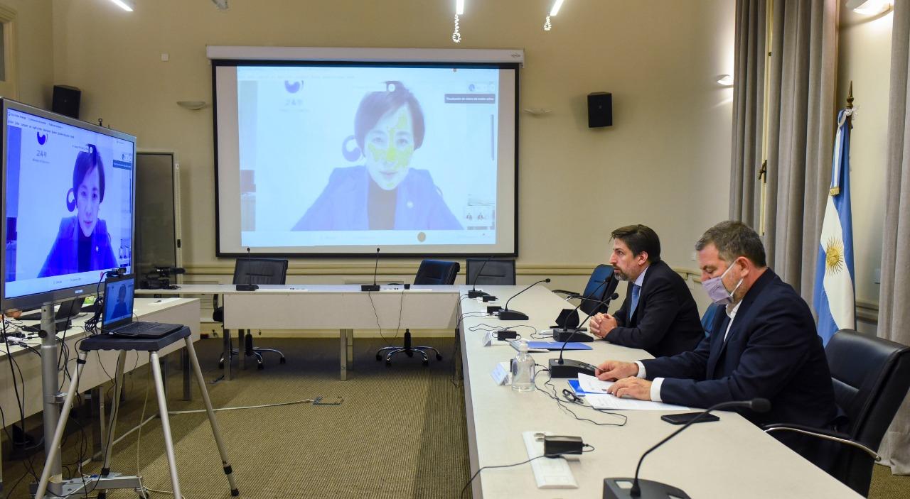 Trotta se reunió con la ministra de Educación de Corea del Sur