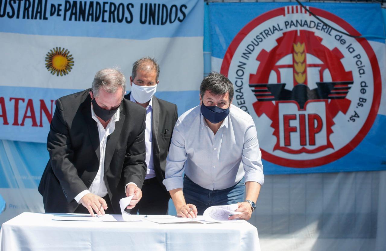 Arroyo firma convenio con la Federación de Panaderos para la formación en oficios