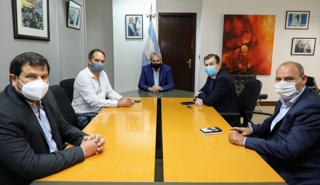 Ferraresi y Zamora firmaron convenios para obras habitacionales y entregaron viviendas